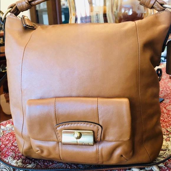 Coach Handbags - Coach Leather Bag.Tan.